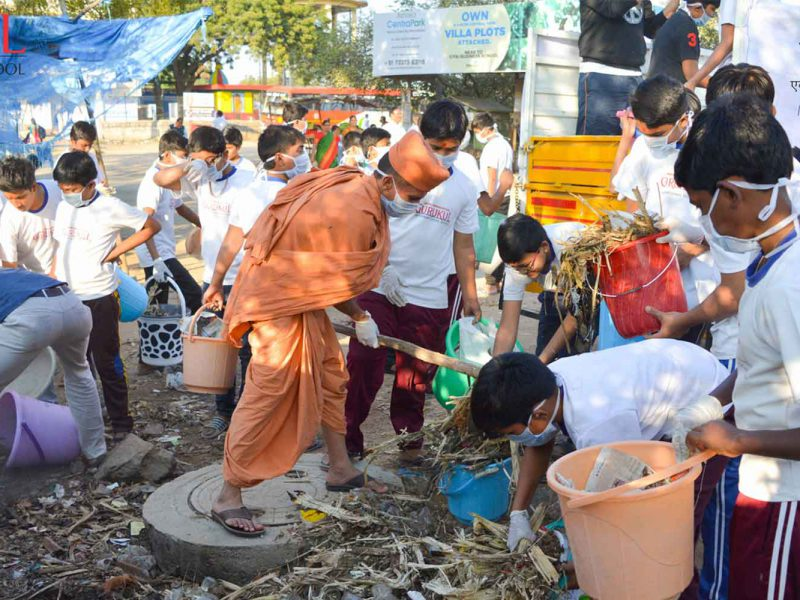 Swachh Bharat Campaign by Gurukul Students for 1300 Hours by 600 Students