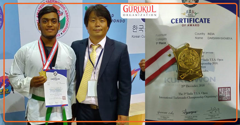 Gold medalis in karate competition